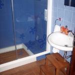 Ducha baño azul